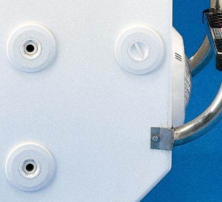 Detall de brocs laterals i lliurament de l'escala